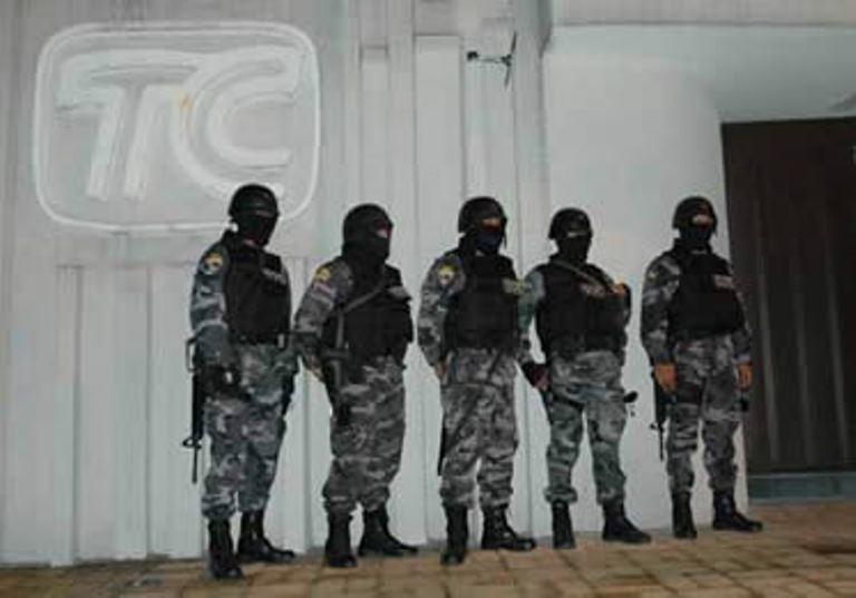 El día de las incautaciones de los medios de los Isaías, en agosto de 2008. TC con resguardo policial.