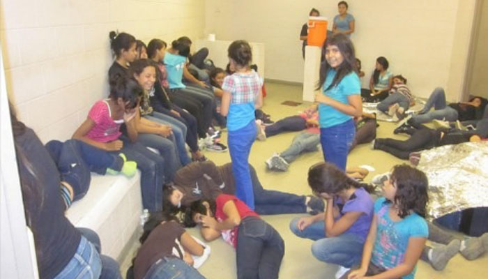 Niños detenidos en la frontera sur de EEUU, en un albergue en Texas.