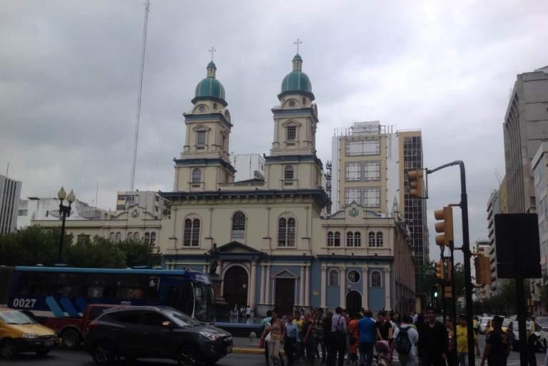 Iglesia San Francisco, en las calles 9 de Octubre y Pedro Carbo. $220 en la iglesia principal y $100 si la ceremonia es en la capilla pequeña.
