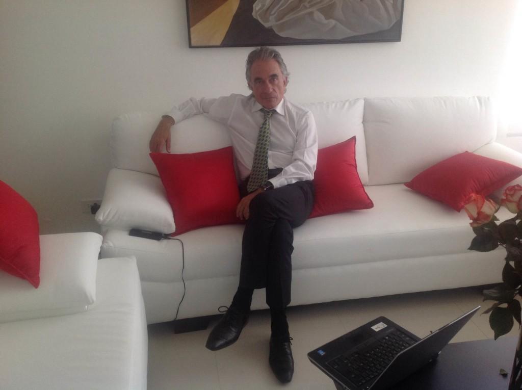 Fernando Albericio es español, tiene 62 años y ha hecho más de 700 publicaciones científicas.