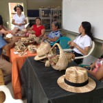 Mujeres artesanas tejen su futuro con fibra de banano