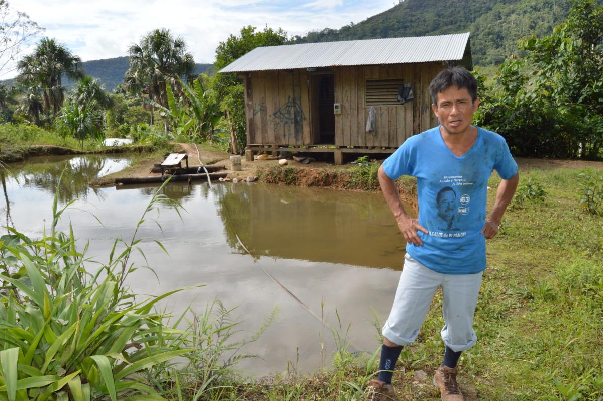 """""""Él era bien parado, buen hombre. Sincero, defendía verdaderamente el territorio, las cascadas. Era corazón limpio"""", dice Carlos Tendetza sobre su difunto hermano."""
