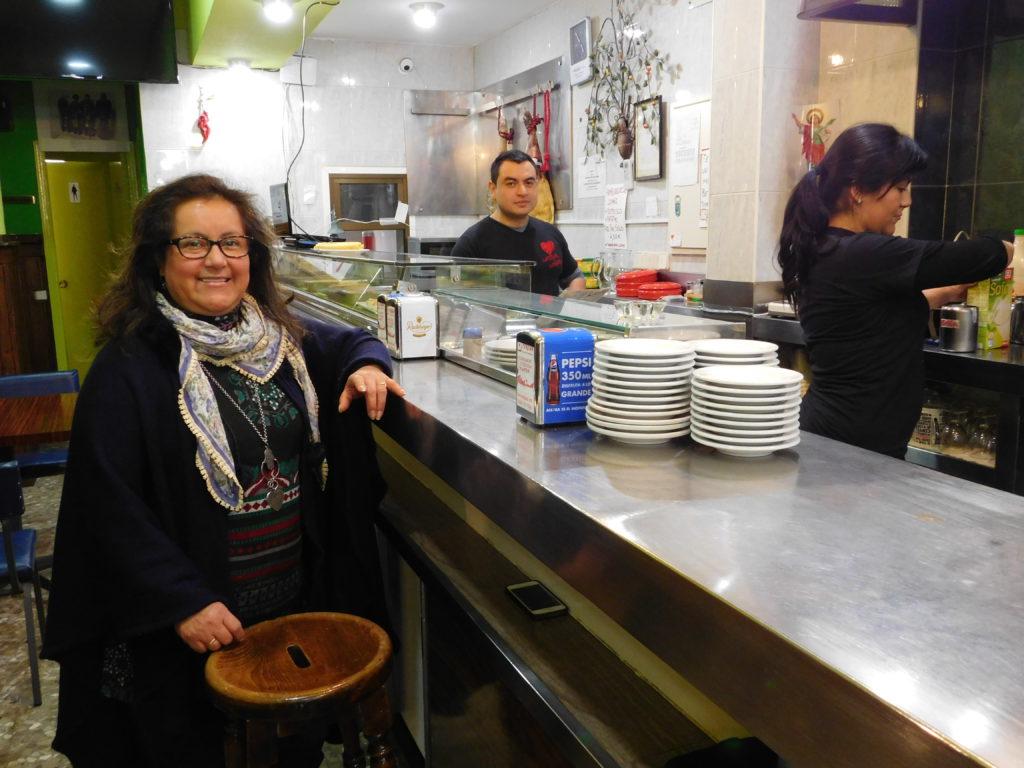 Cruz Zhimnay en su restaurante Corazón Contento