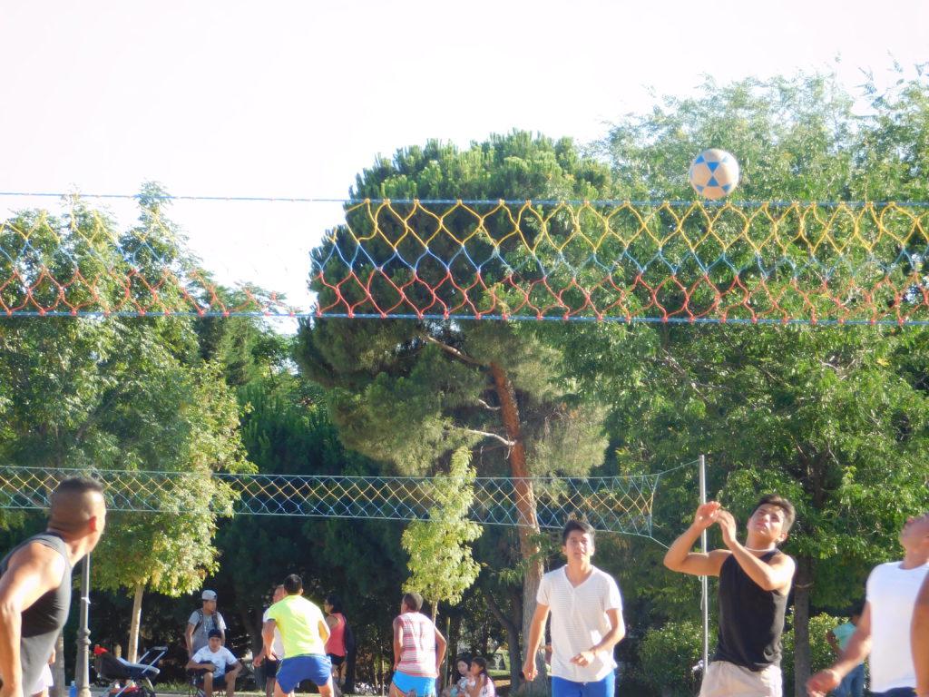 El parque San Isidro es el lugar de encuentro de los ecuatorianos en Madrid.