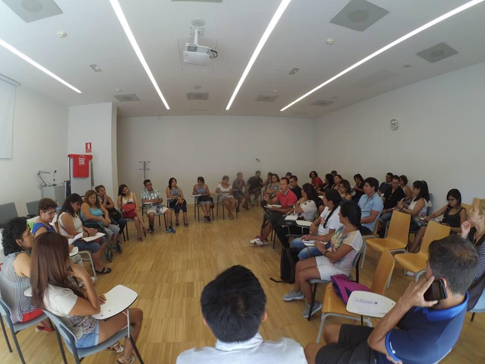 Los afectados por las hipotecas reciben capacitación en el Consulado de Ecuador en Madrid.